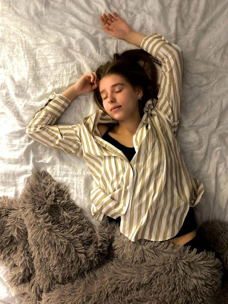 Is it OK to Sleep 6.5 Hours Is 7 Hours of Sleep Enough  - How to Wake Yourself Up
